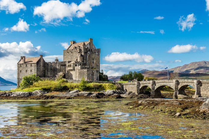 Eilean Donan castle side view