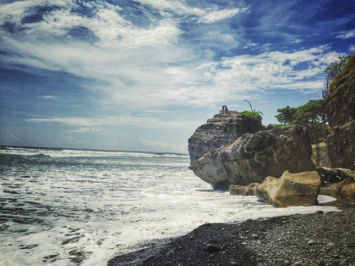 El Salvador travel guide, Photograph taken at a beach in El Salvador
