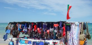souvenirs from Italy hawkers beach