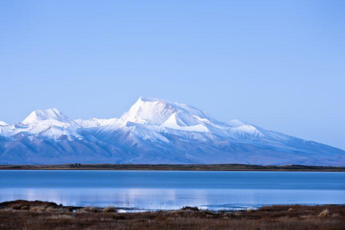 view of Peak Naimona'nyi from north Lake-shore of Manasarovar