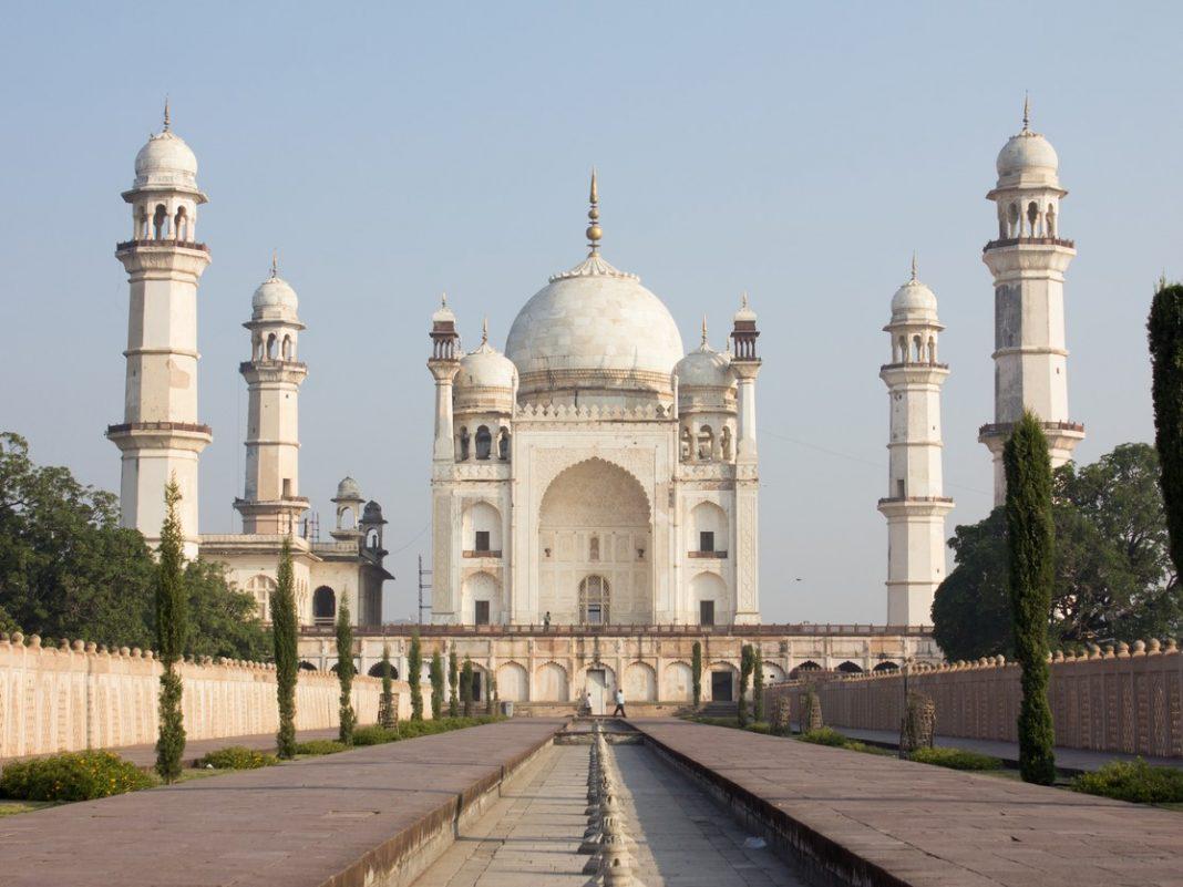 Bibi ka Maqbara in Aurangabad, India, Mughal buildings