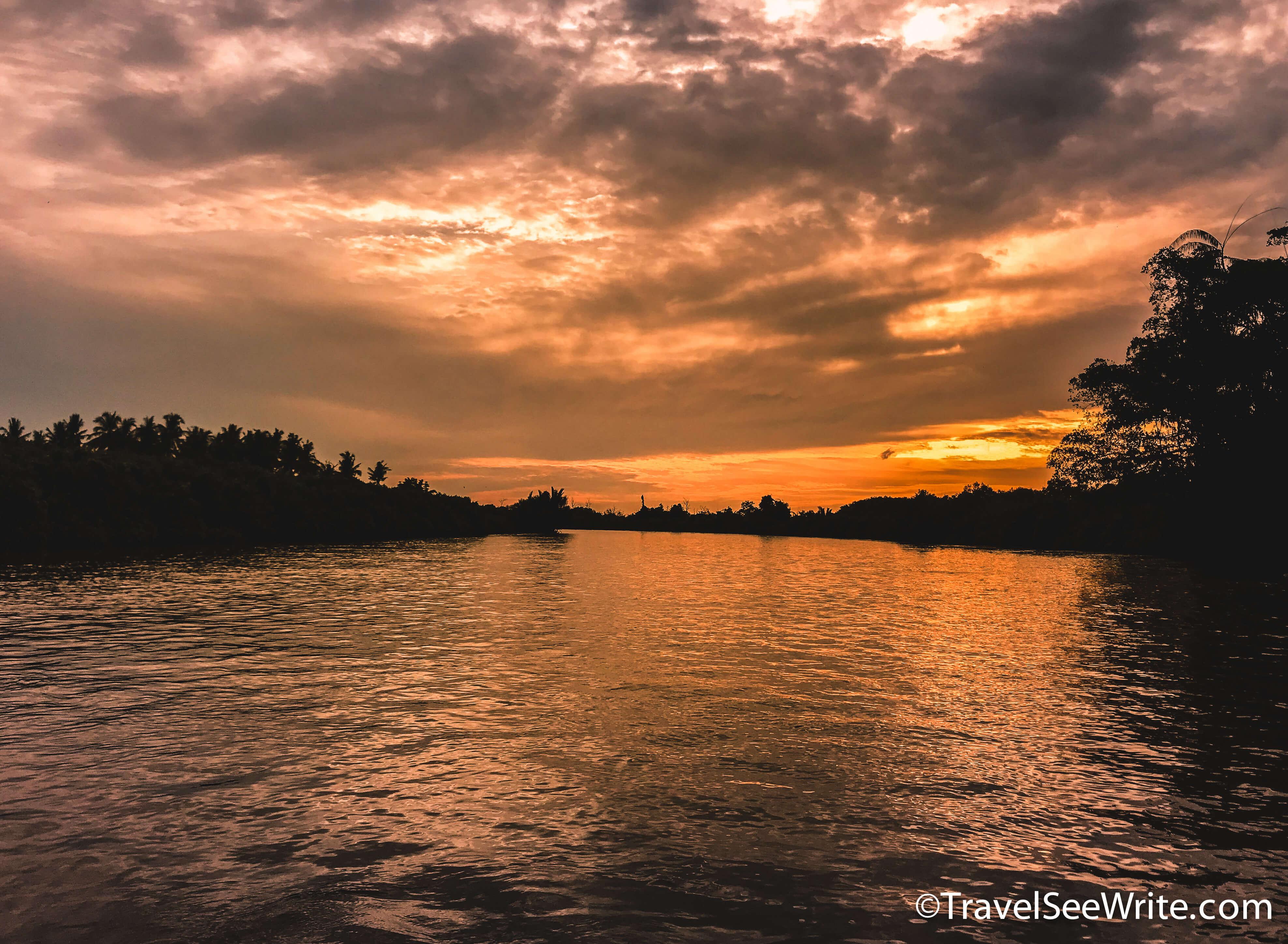 Sunset viewed from the Kawa Kawa River cruise - southeast asia travel