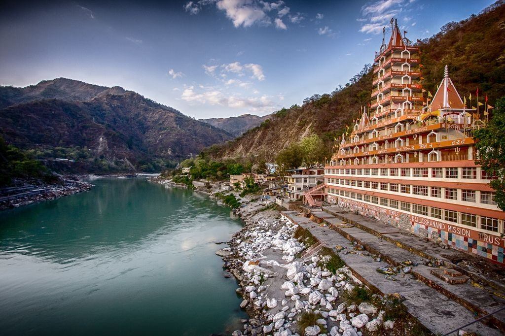 Temple by the river in Rishikesh, Solo trip in India