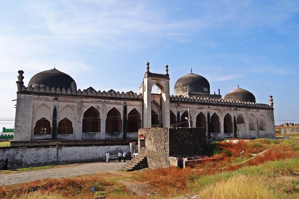 jama masjid gulbarga fort