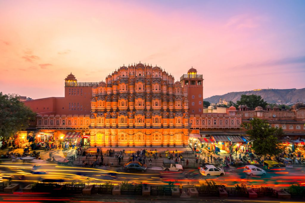 A crowd of vehicles in front of the Hawa Mahal in Jaipur