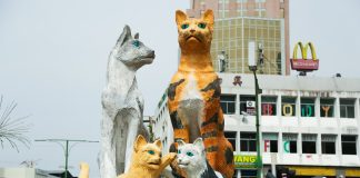 The cat statue in North Kuching