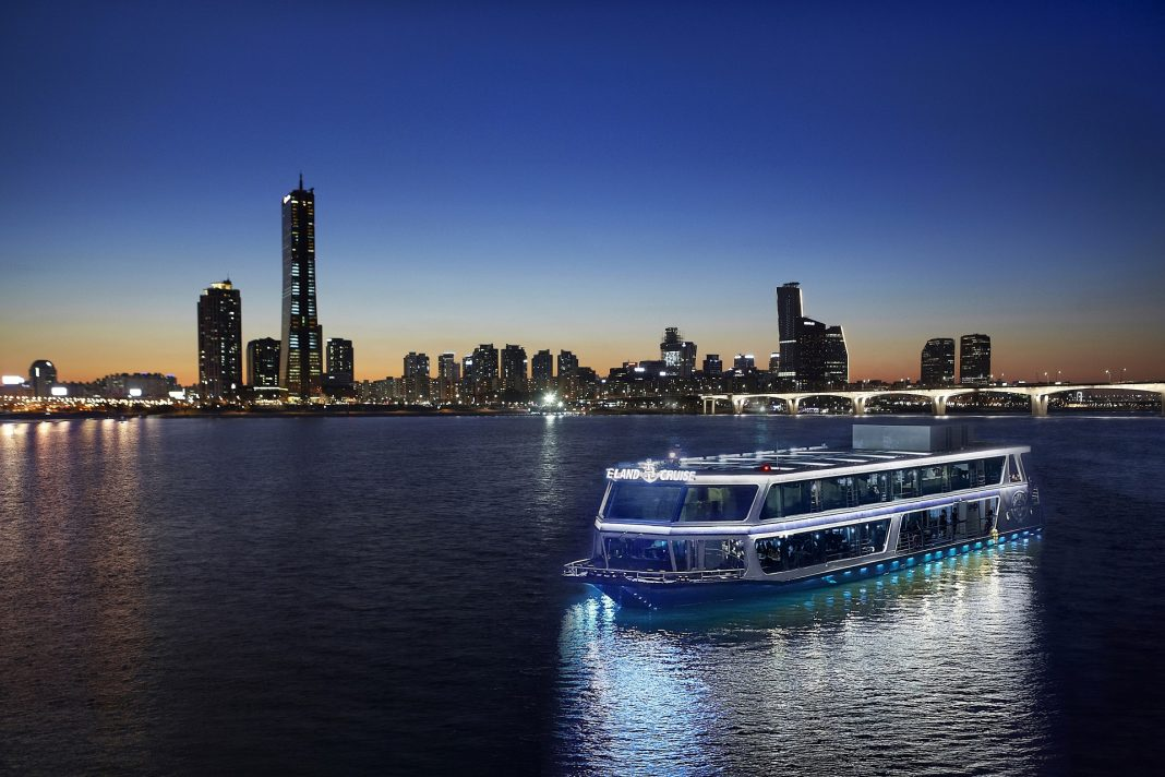 River cruises, Cruise on the Han River in Seoul - tourism market in Korea