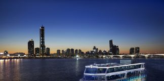 Cruise on the Han River in Seoul - tourism market in Korea