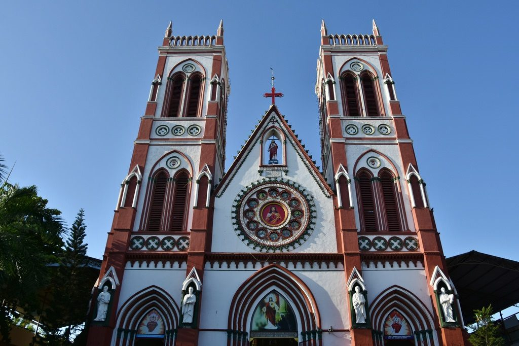 Basilica of the sacred heart of jesus, places to visit in Pondicherry