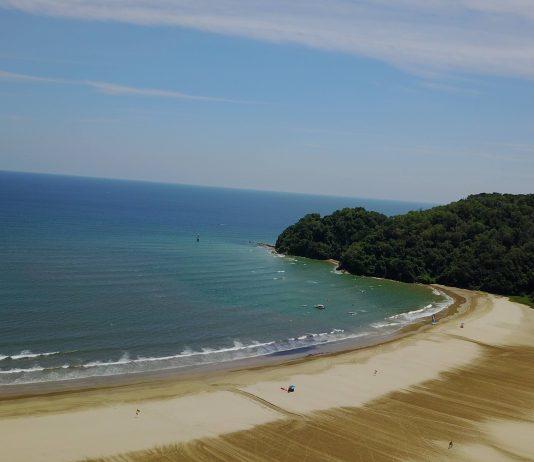 Panorama of the beach at Shangri La Rasa ria resort