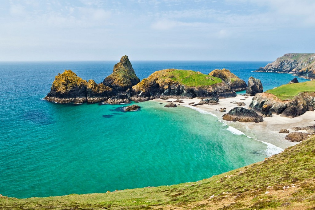 Kynance Cove beach, Lizard peninsula, South West Cornwall, UK.