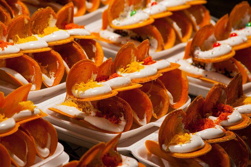 Kanom Bueang or Thai crispy pancake - best street food in Bangkok