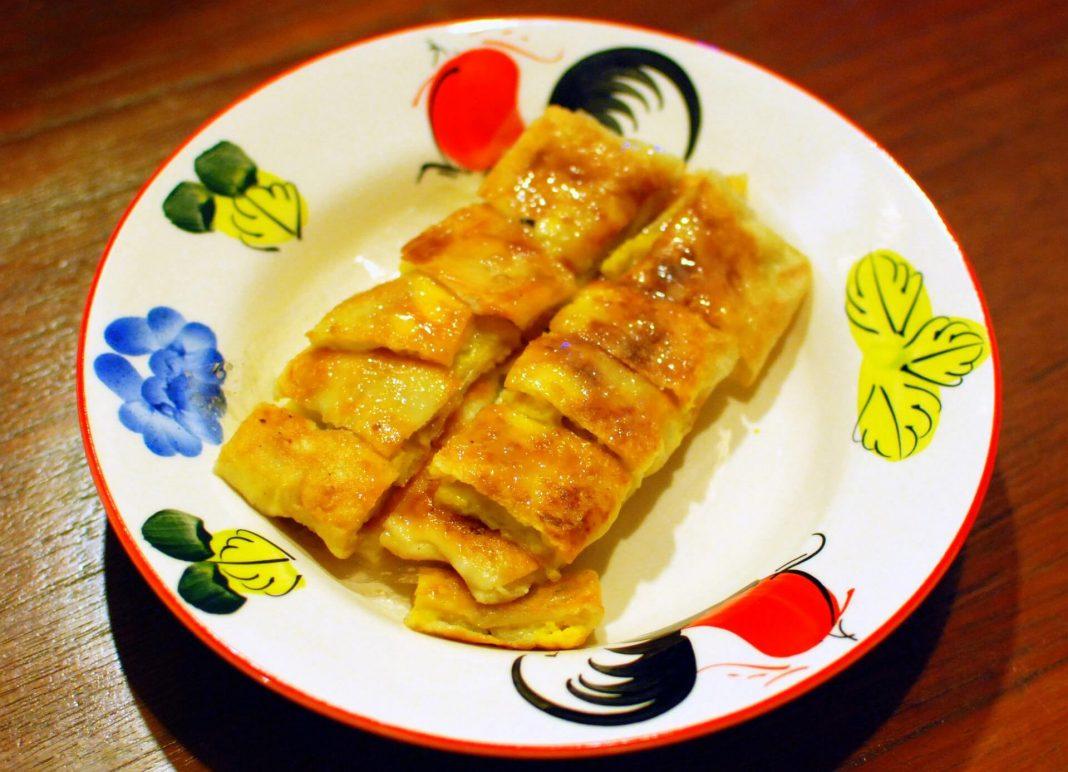 Roti Gluay or Thai banana pancakes - best street food in Bangkok