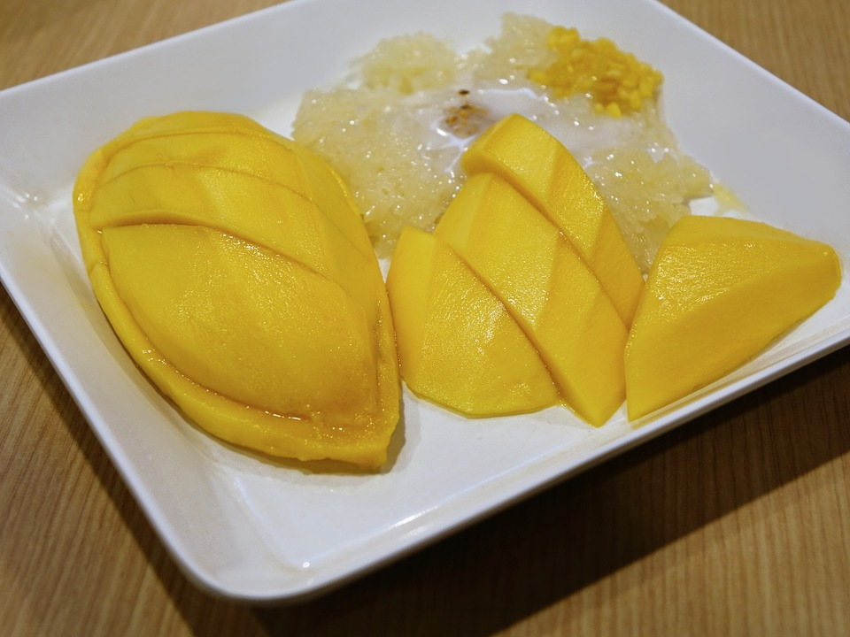 Mango sticky rice with coconut milk - best street food in Bangkok