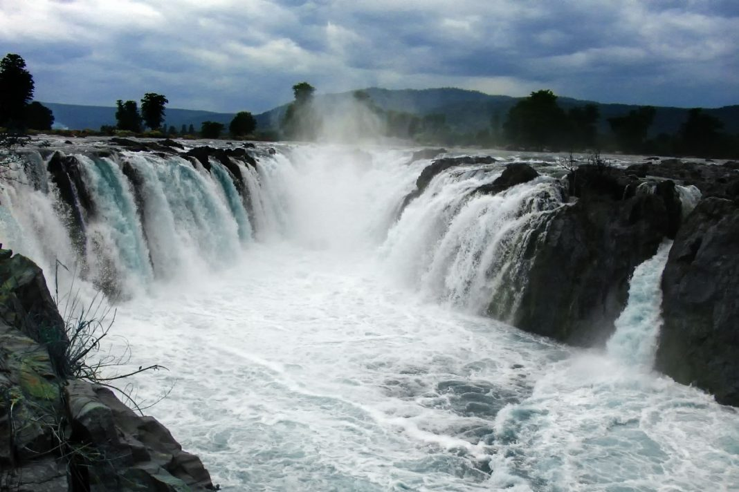One day trips from Bangalore to Hogenakkal Falls