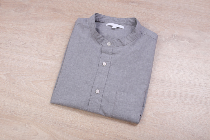 Mandarin collar shirt for casual look - Travel outfits for men