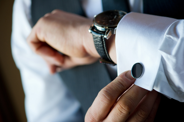 French cuffs with black cuff links - Travel outfits for men