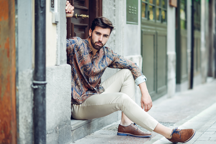 Man wearing cropped trousers with loafers - Travel outfits for men