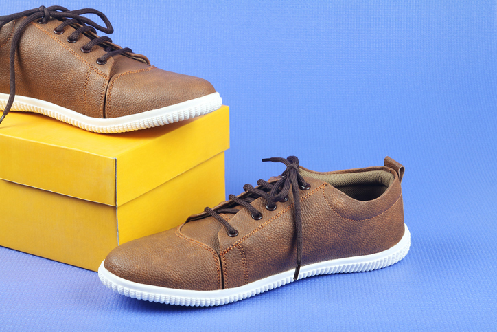 Sneakers for casual wear travel outfits for men
