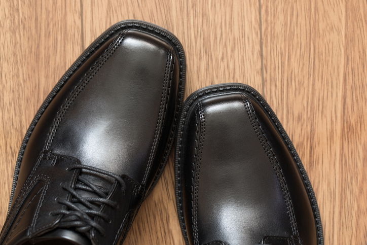 Shiny black derby shoes - Travel outfits for men