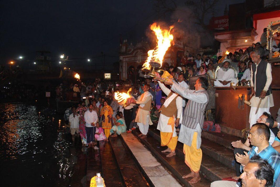 Crowds witnessing the Gangi arti at Haridwar, India