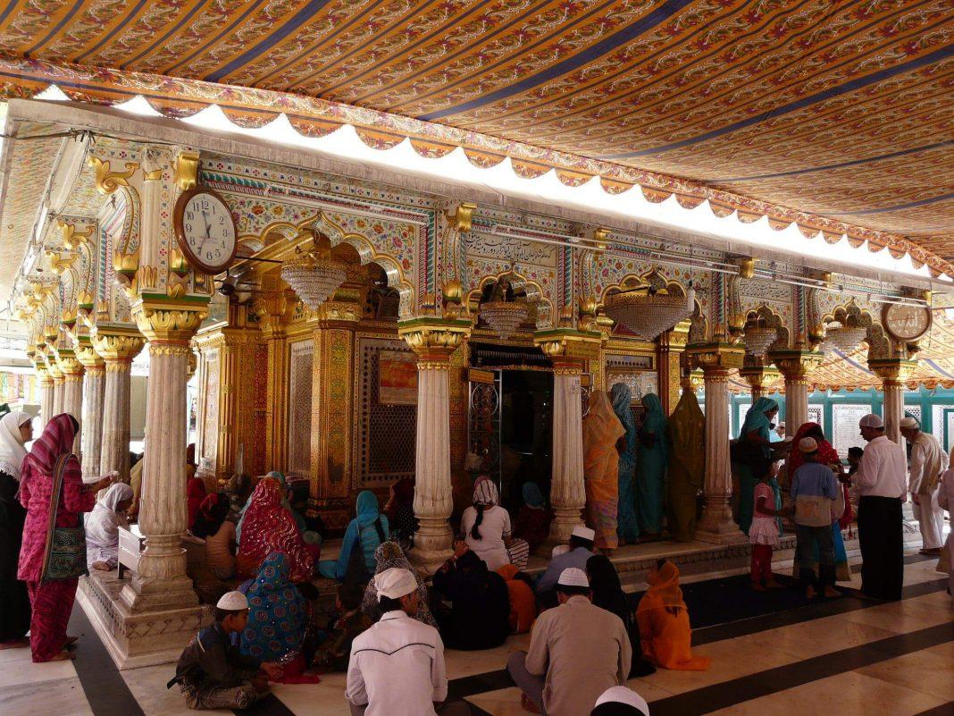 Qawwali-at-Nizamuddin-Dargah-New-Delhi