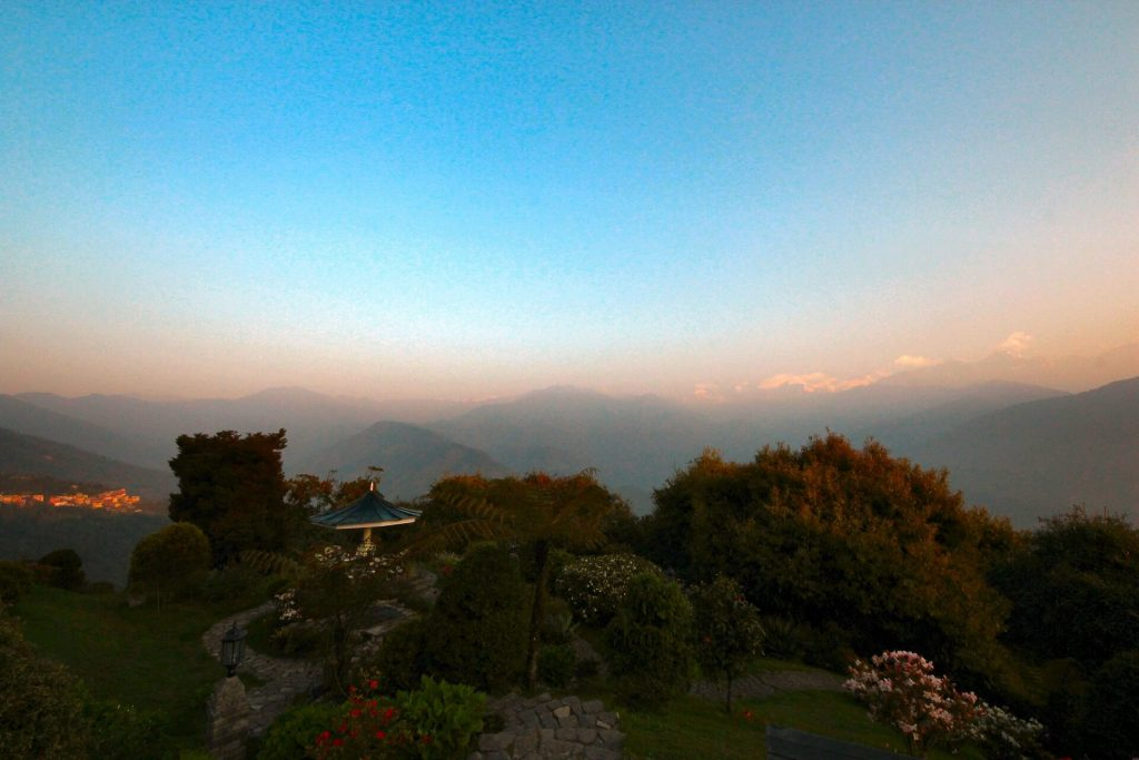 A view of Pelling early in the morning