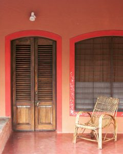 Brick-colour painted walls and old style wooden door, Atithigriha Guest House | Picture Credit: Vaibhav V Muddebihalkar