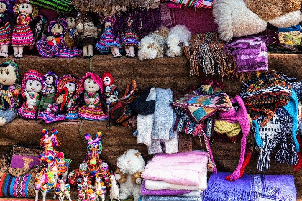 peruvian clothes and toys on the market
