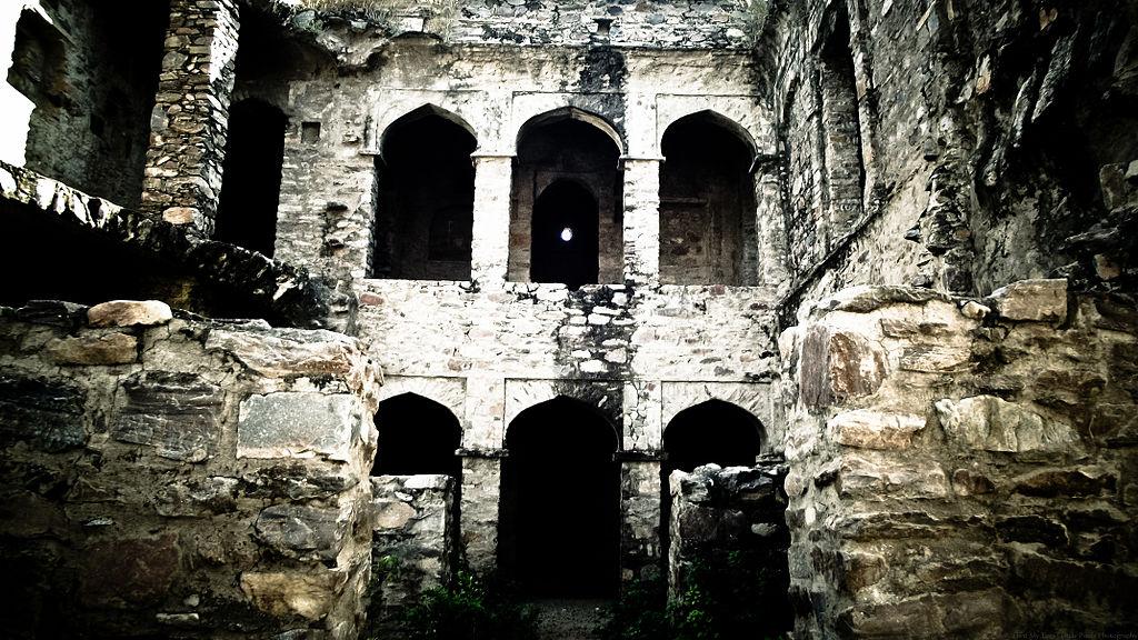 Haunted_fort_of_Bhangarh