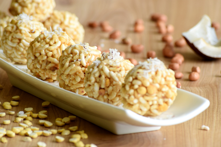 Puri Unde is a crunchy, crispy, delicious ladoo which is made from puri or puffed rice or roasted poha.