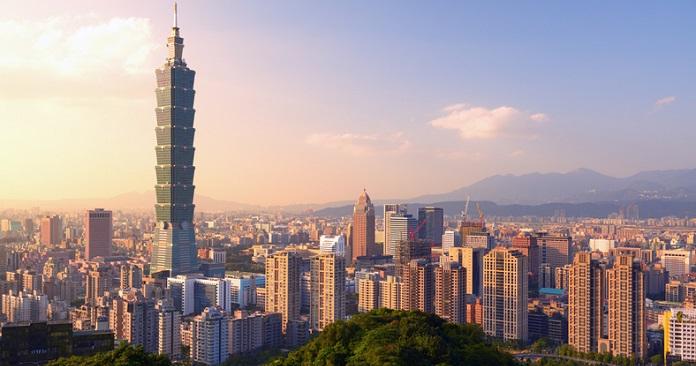 Taipei, Taiwan evening skyline. digital nomads