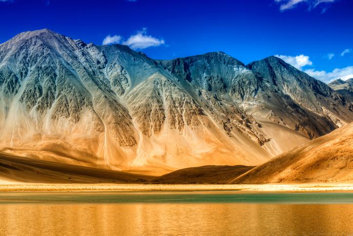 Why Pangong Tso Lake Is Enchanting And Deserves A Visit | Travel.Earth