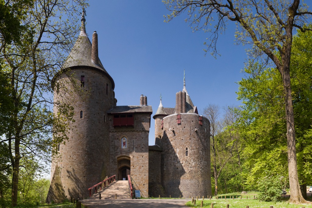 castes in wales Castell Coch
