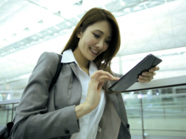 Smart Businesswoman traveling - accounting apps for business travellers