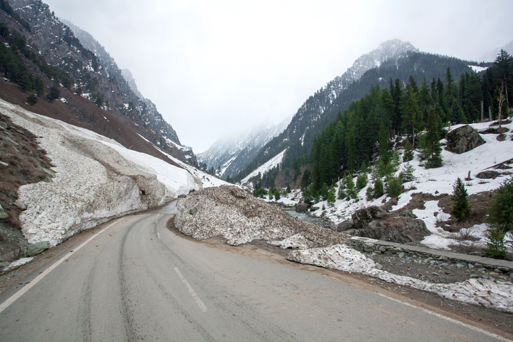 Beautiful views en route to Sonamarg in winter time, Kashmir, India