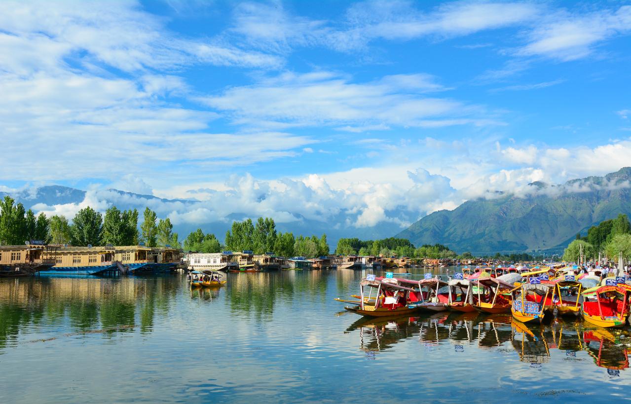 Dal Lake The Jewel In The Crown Of Kashmiri Beauty -6972