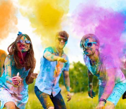 Protect your hair and skin from holi colours
