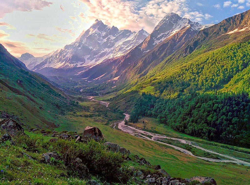 Har Ki Dun valley in Garwhal Himalayan treks