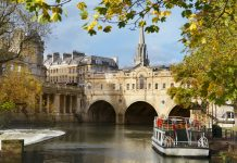 River Avon and Pultney Bridge in Bath, UK