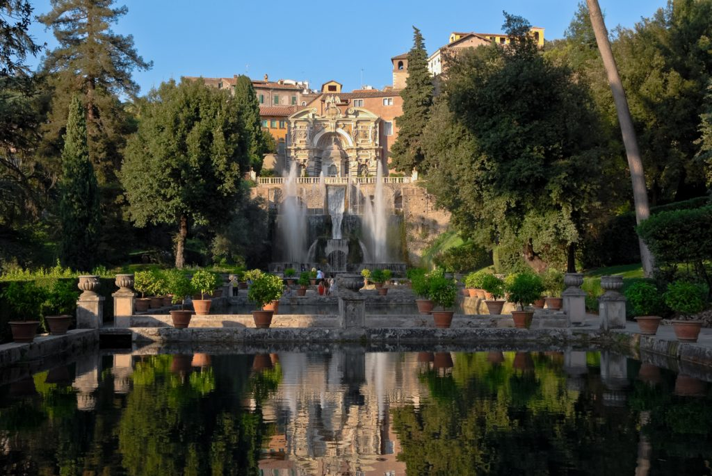 Central view of the Villa d'Este in Tivoli during the day.