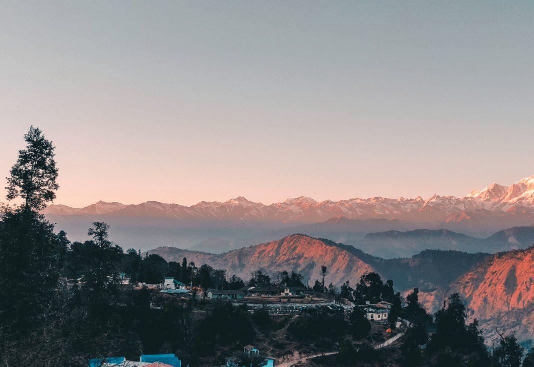 snow-peaks-at-tunganath-temple mana uttarakhand india