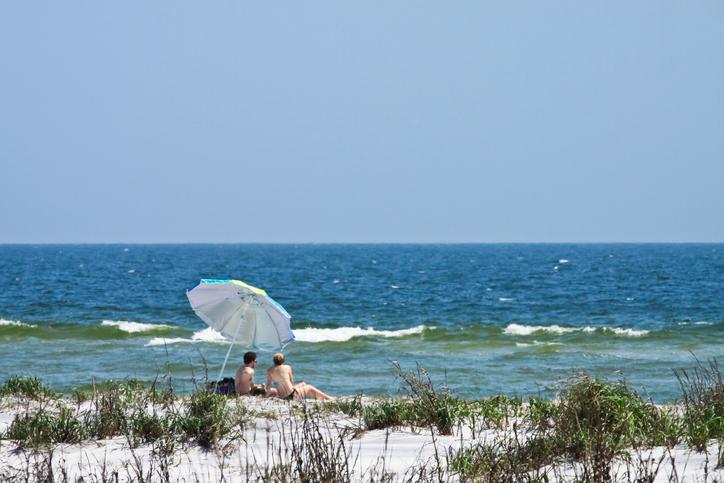 Mississippi shuts down beaches