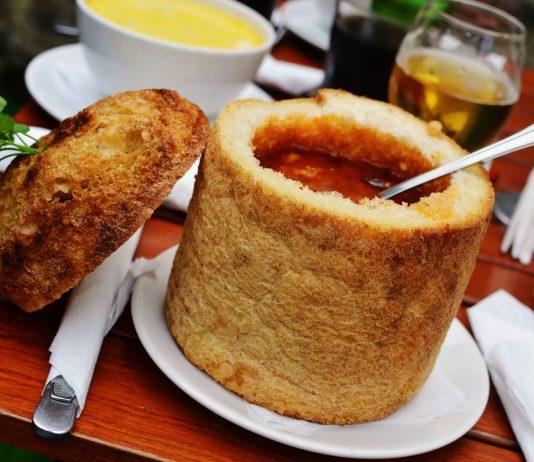 Transylvanian beans soup in bread.