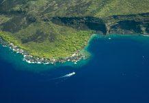 Hawaii's Big Island aerial shot - Kealakekua Bay