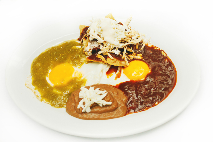 mexican breakfast chilaquiles con huevos