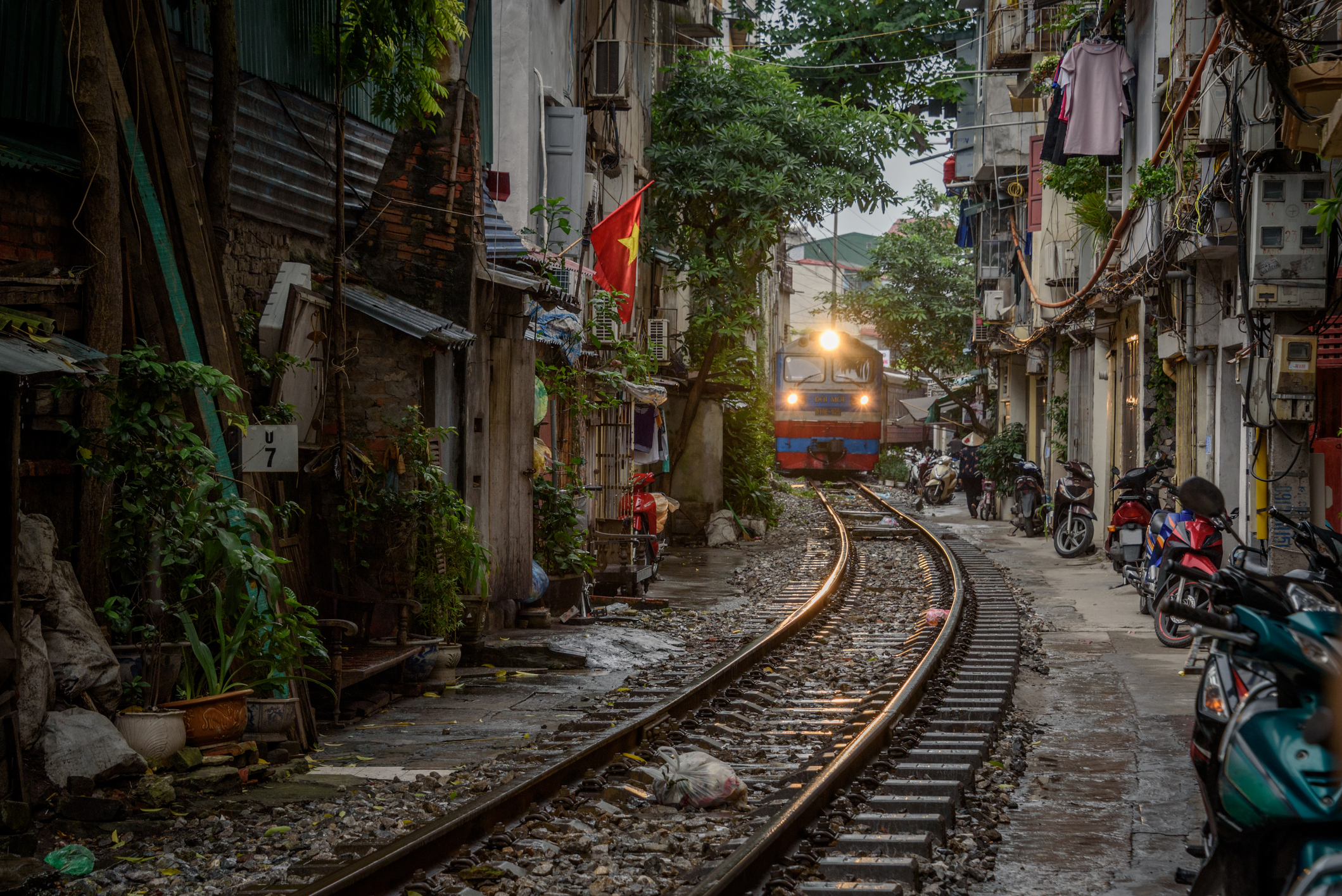Famous Train Street In Hanoi Faces Overcrowding | Travel.Earth