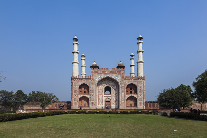 Akhbar's Tomb, famous places in Agra