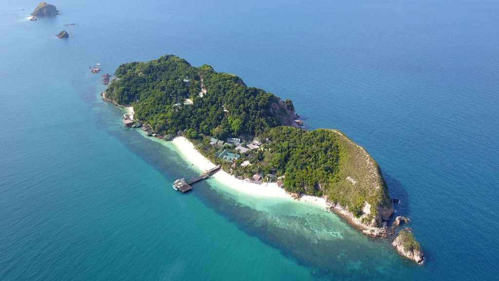 Rawa island in Malaysia is one of the luxurious island gateway as it fully owned by the Johor royal family.