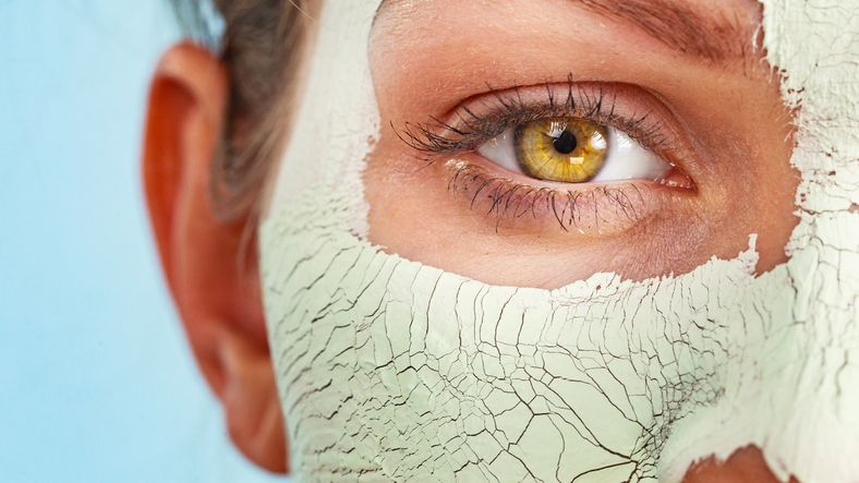 Avoid eyes during mud baths therapy